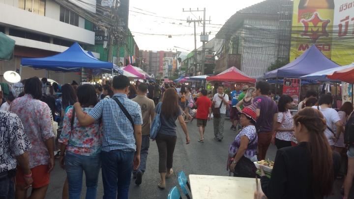 The start of Wualai Walking Street (Saturday Market).