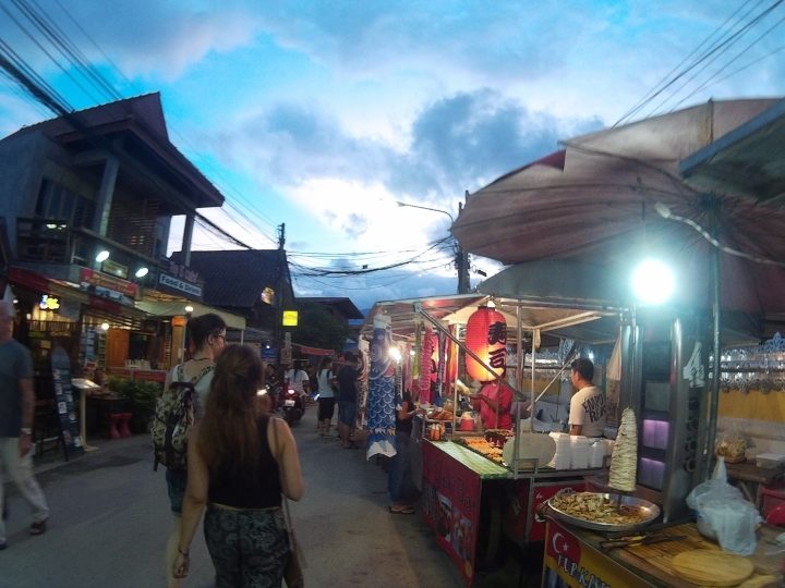 Night market! I really am a fan of night markets and street food.