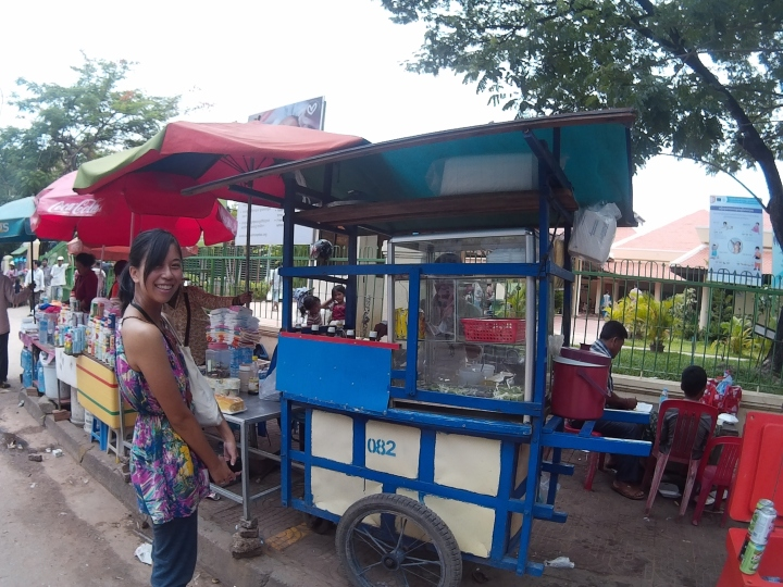 Decided on having an authentic local experience and choose a roadside stall.